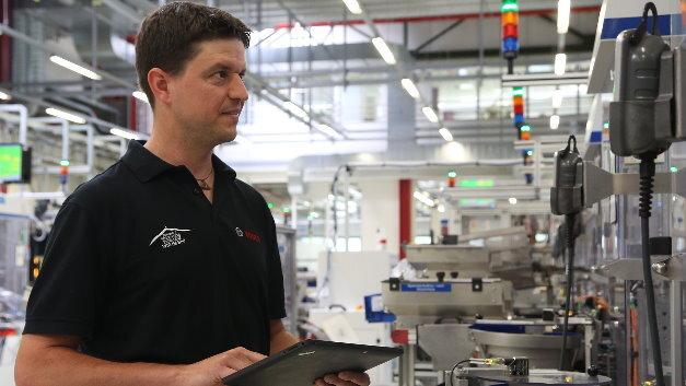 Tausende Experten fehlen nach Ansicht von Bosch-Geschäftsführer Dr. Werner Struth für die vernetzte Fertigung.