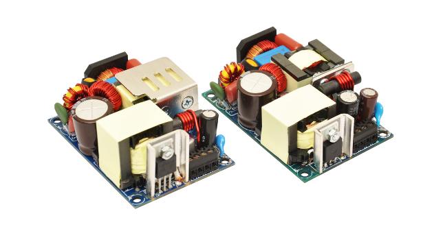 Doppelte kompakte Power: Links 125 W auf einer Grundfläche von 2 x 3 Zoll und einer Höhe etwas über 1 Zoll, rechts, 75 W ebenfalls auf 2 x 3 Zoll Grundfläche aber nur 1 Zoll hoch.