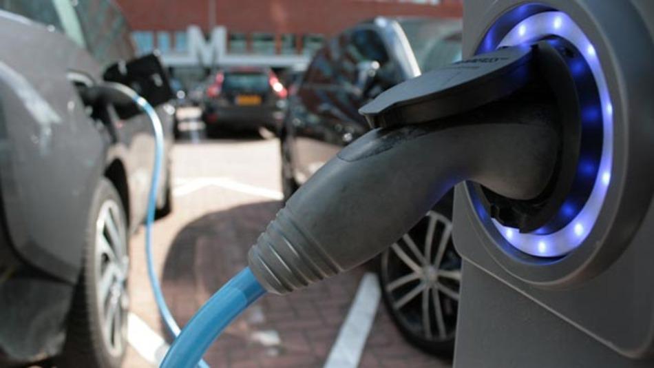 Swatch will seine »Superbatterie« bereits 2017 in Elektroautos zum Einsatz bringen. Zuvor sollen schon Elektrofahrräder, E-Scooter oder Drohnen von ihr profitieren.