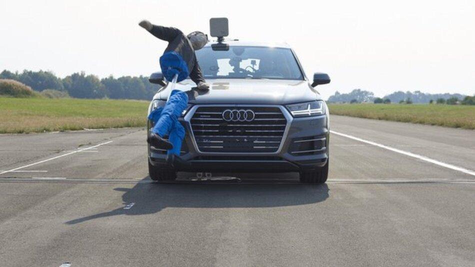 Auch wenn es auf dem Bild anders aussieht: Laut ADAC konnte der Notbremsassistent des Audi Q7 in allen Testszenarien Zusammenstöße mit den Dummys vermeiden oder die Aufprallgeschwindigkeit reduzieren und so die Unfallfolgen deutlich abmildern.