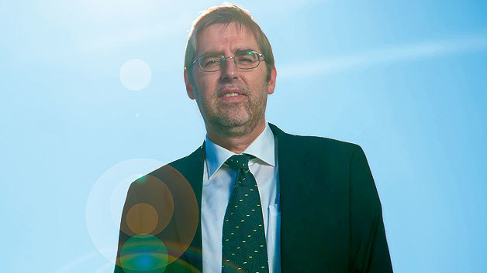 Ist Wissenschaftlicher Direktor für Photovoltaik beim IMEC.