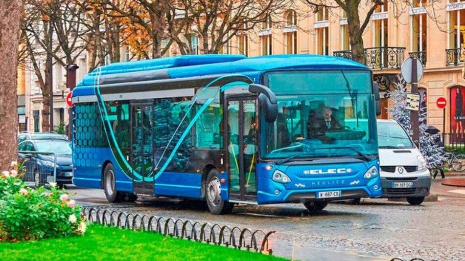 Der Elektrobus GX ELEC wird im Depot geladen und dort bei Bedarf auch vorgeheizt.