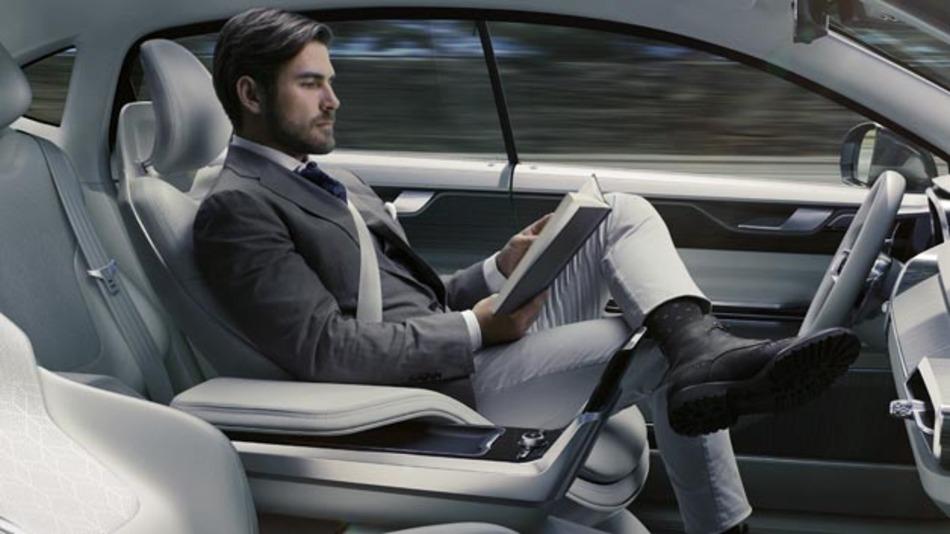 Zurücklehnen, ein Buch lesen und dabei entspannen? Kein Problem im autonomen Fahrzeug.