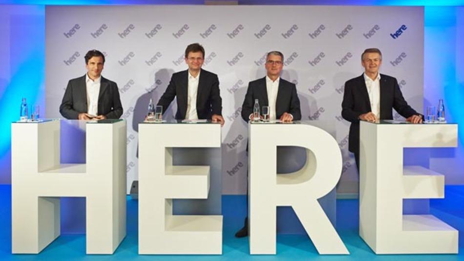 Sean Fernback, President von HERE, Klaus Fröhlich, Vorstandsmitglied der BMW AG, Entwicklung, Prof. Rupert Stadler, Vorstandsvorsitzender der AUDI AG, und Prof. Dr. Thomas Weber, Vorstandsmitglied der Daimler AG, Konzernforschung & Mercedes-Benz Cars Entwicklung (v. l. n. r.) bei der offiziellen Übernahme