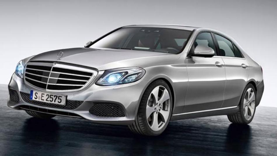 Im Frühjahr kommt die neue E-Klasse auf den Markt. Ihr neues Fahrerassistenzpaket macht sie zu einem sicheren Fahrzeug.