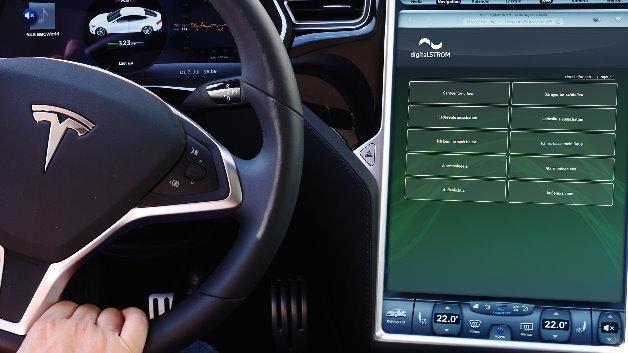 Mit digitalSTROM hält Smart Living Einzug in das Automobil: Über die neue Anwendung lässt sich das Smart Home ab sofort ganz einfach von unterwegs im Tesla bedienen.