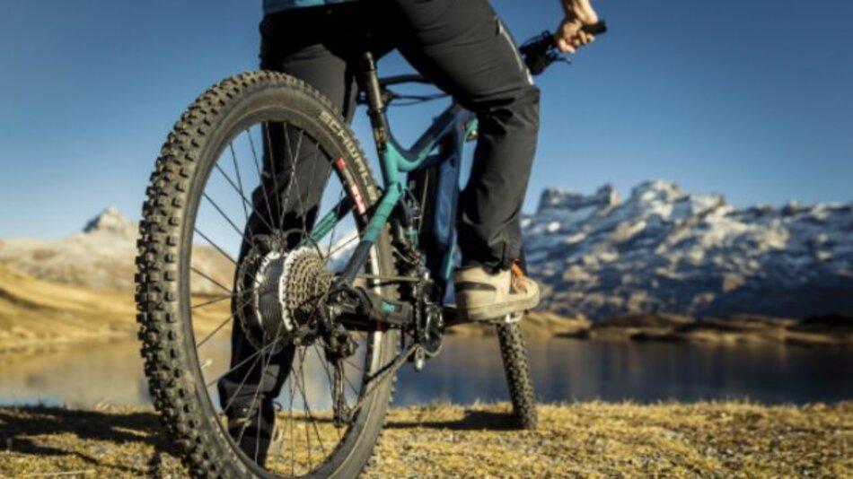 Unterwegs in den Zentralschweizer Alpen: Mit dem E-Bike-Motor »Bikedrive« geht Maxon Motor neue Wege.