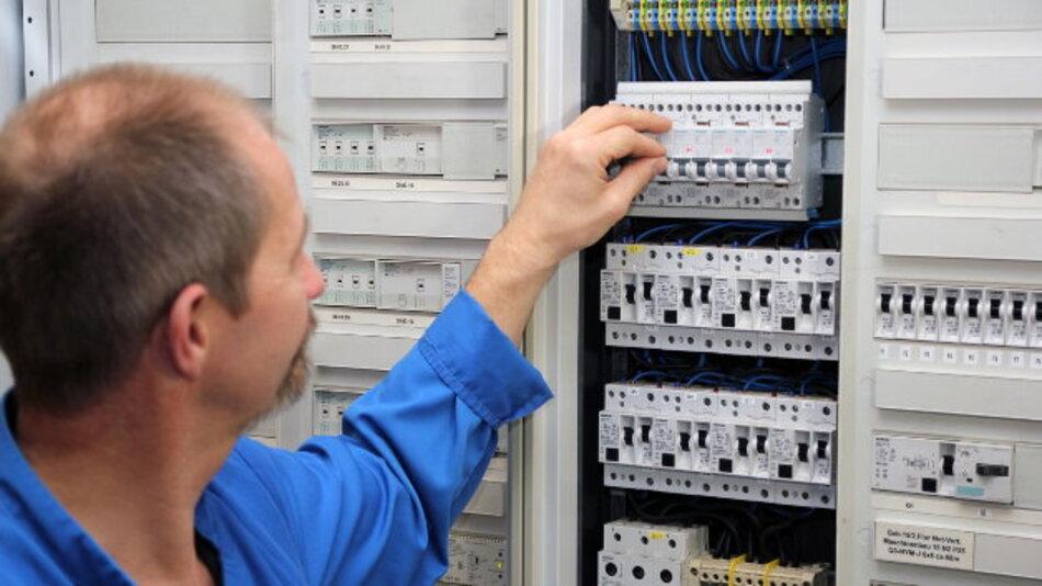 Siemens präsentiert auf der Messe spezielle Schutzkonzepte für die Elektroinstallation. darunter der Brandschutzschalter 5SM6.