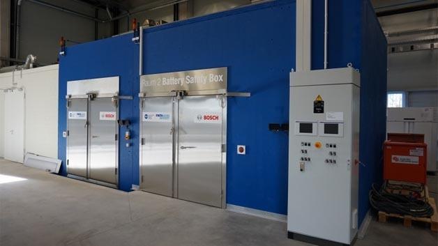 Blick in das neue Forschungslabor für Elektromobilität der RWTH Aachen