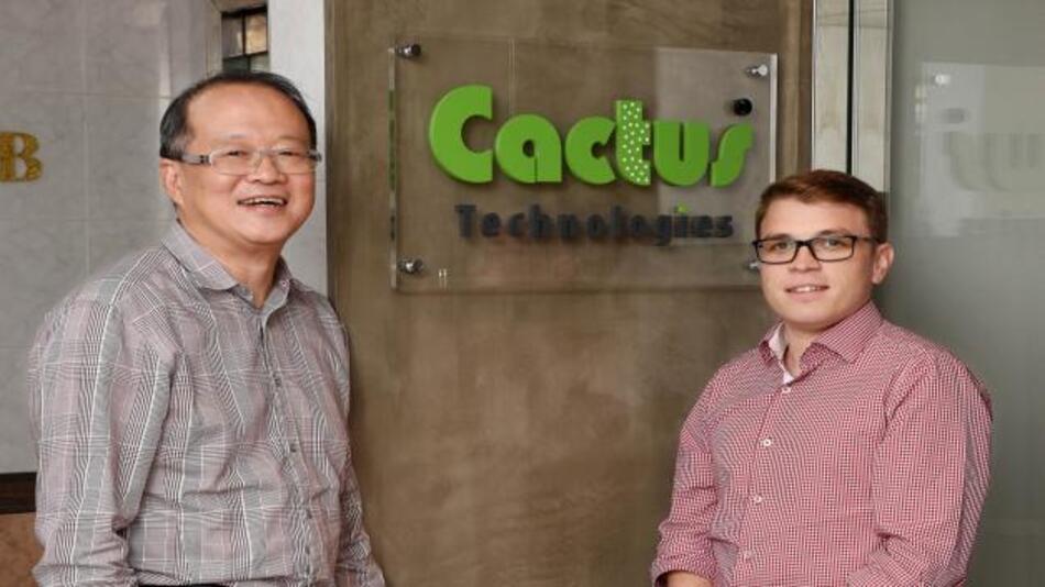 Sai-Ying Ng, CEO von Cactus Technologies, und Raphael Binder, Product Manager von Syslogic, anlässlich eines Treffens am Hauptsitz von Cactus in Hongkong.