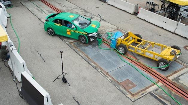 ADAC entwickelt neues Crash-Test-Verfahren.