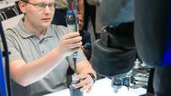 Barrierefreies Kooperieren von Roboter und Mensch an einer Montagezelle