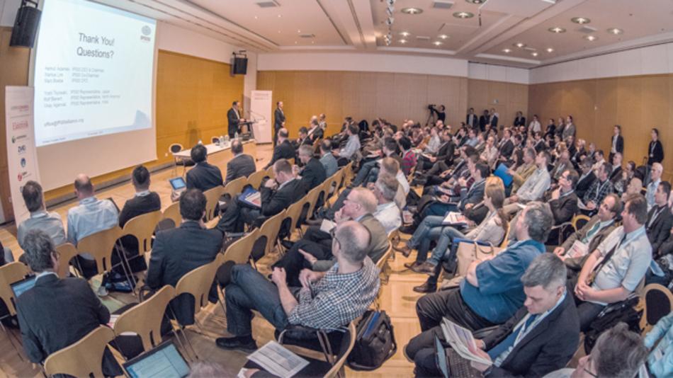 Volles Haus während der Keynote-Vorträge zur Eröffnung des Wireless Congress 2015 in München.