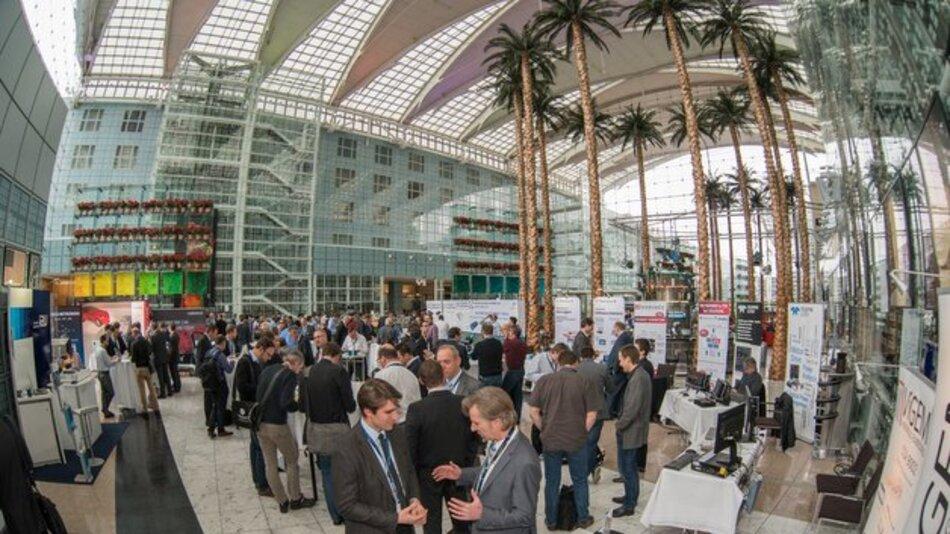 Palmen im Winter: Der zweite Automotive Ethernet Congress fand im Hilton am Münchner Flughafen in einer eher sommerlich wirkenden Kulisse statt.