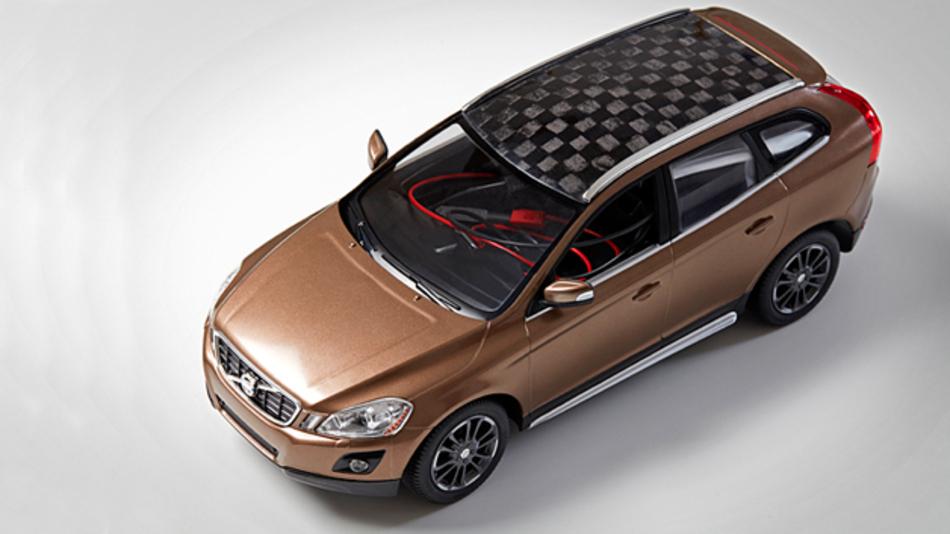 Dach und Batterieelektroden des Forschungsautos der KTH Schweden basieren auf leichten Holzfasern