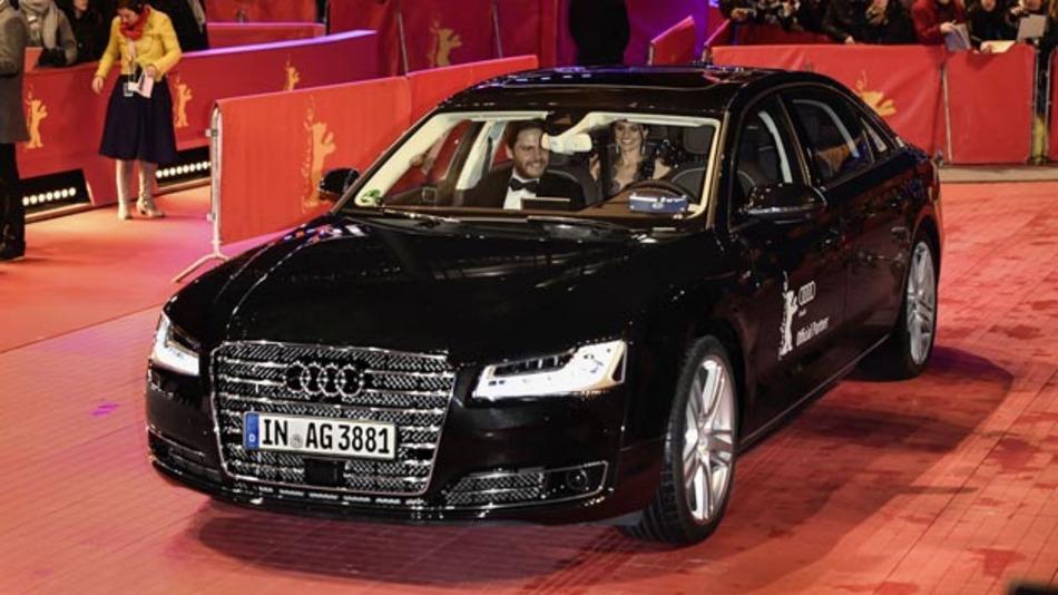 Wie hier zu Berlinale Daniel Brühl von einem Audi A8 L W12 chauffiert wird, soll bald auch die breite Masse automatisierte Fahren nutzen können. Das Interesse ist laut Roland Berger groß.