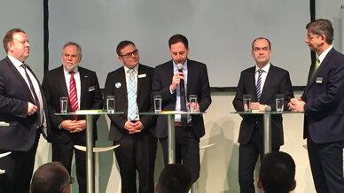 Die Teilnehmer der ZVEI-Podiumsdiskussion zum Smart-Meter-Rolloutauf der E-World 2016: Ingo Schönberg (PPC AG), Peter Zayer (Voltaris), Sacha Schlosser (co.met), Moderator Marco Sauer (ZVEI), Thomas Rütting (Vattenfall), Peter Heuell (Landis+Gyr)