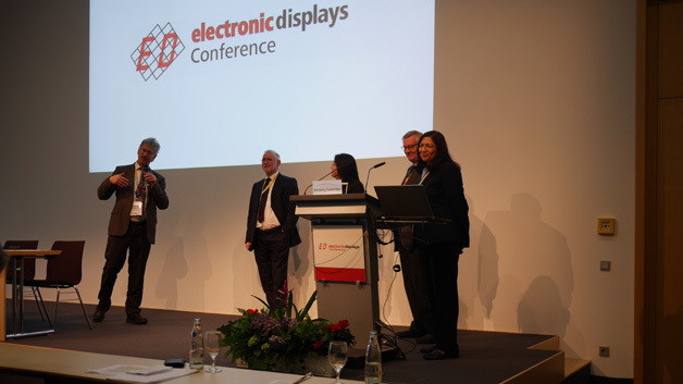 Die Teilnehmer der Paneldiskussion (v.l.n.r.) auf der edC 2016: Prof. Karlheinz Blankenbach, Hochschule Pforzheim; John Brown, Tianma NLT; Jennifer Colegrove, Touch Display Research; Peter Knoll, KIT und Sweta Dash, Dash-Insights