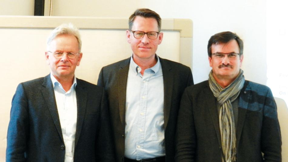 Automotive-Know-how trifft Chipkarten-Expertise:  Martin Klimke, Björn Steurich, Hans Adlkofer (v.l.n.r).  Die beiden Abteilungen arbeiten seit fast einem Jahrzehnt in der Entwicklung zusammen. Das in den Aurix-MCUs eingesetzte HSM wurde maßgeblich von der Chipkarten-Unit entwickelt.