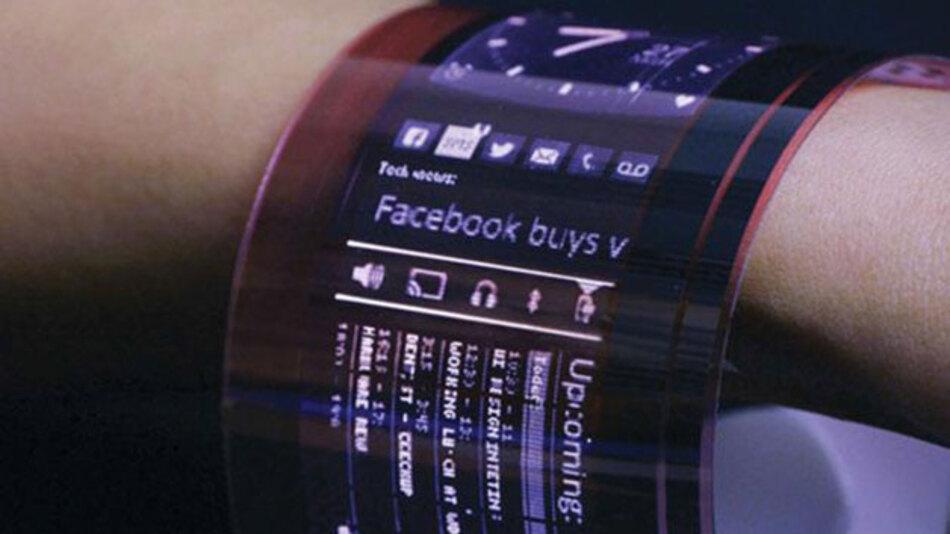 Dieser Prototyp eines um das Handgelenk wickelbaren flexiblen OLED-Display wurde mit einer auf Kunststoff aufgedruckten OTFT-Backplane angefertigt.