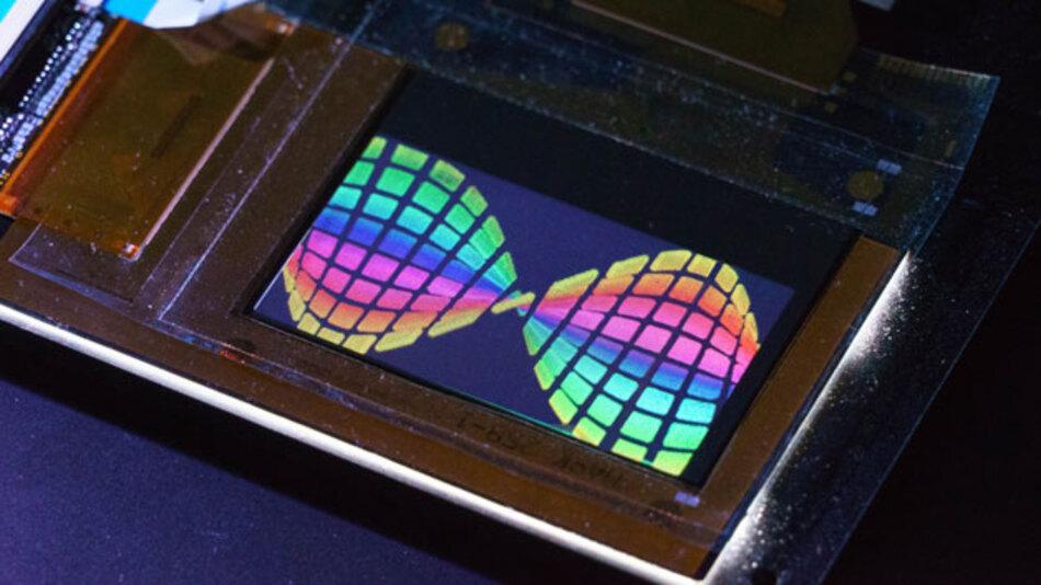 Ein auf OTFT basierendes LCD, wie das von FlexEnable hergestellte OLCD, ist dünner und leichter als sein Pendant aus Glas.