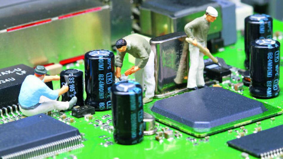 Elektrolytkondensatoren auf einer bestückten Elektronikplatine