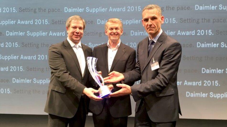 Verleihung des Special Award an Preh (v.l.n.r.): Christoph Hummel, Vorsitzender der Preh-Geschäftsführung; Prof. Dr. Thomas Weber, Entwicklungsvorstand Daimler, und Jochen Ehrenberg, Preh Geschäftsführer Produktentwicklung.