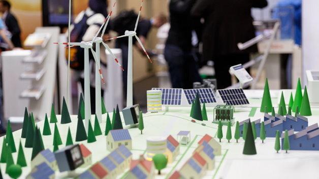 In München können sich Besucher auf der Intersolar Europe und der ees Europe über das Thema Smart Renewable Energy informieren.