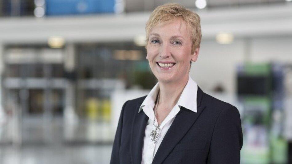 """Sabine Bendiek, Vorsitzende der Geschäftsführung von Microsoft Deutschland: """"Auf der CeBIT 2016 zeigen wir gemeinsam mit Partnern und Kunden, wie und wo das Digitale Wirtschaftswunder in Deutschland bereits stattfindet."""""""