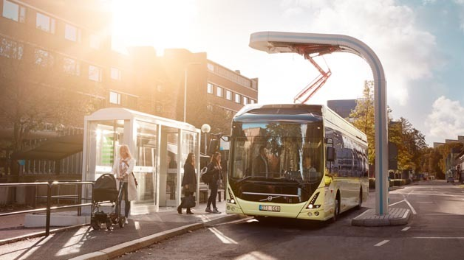 Volvo Elektrobus beim Laden