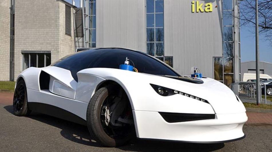 Im Mittelpunkt des Projektes SpeedE steht die Idee, das umfangreiche Innovationspotential rein elektrisch angetriebener Fahrzeuge erlebbar zu machen und so das Fahrerlebnis im Vergleich zu konventionellen Fahrzeugen deutlich zu steigern.