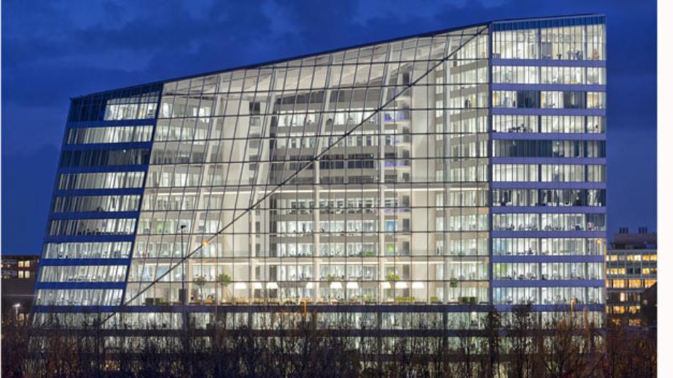 <p>Die Beleuchtung von Bürogebäudeen steht bei Philips und Cisco aktuell hoch im Kurs. Gemeinsam wollen sie das IoT über ein Beleuchtungssystem in die Unternehmen tragen - weltweit. </p>