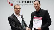 Mit dem Funk-Alarmsystem Compact Easy erreichte Telenot den ersten Platz in der Kategorie Gebäudetechnik. Über die Auszeichnung freuten Thomas Taferner, Leiter strateg. Vertrieb und Marketing (links), und elekrobörse smarthouse Chefredakteur Peter Wi
