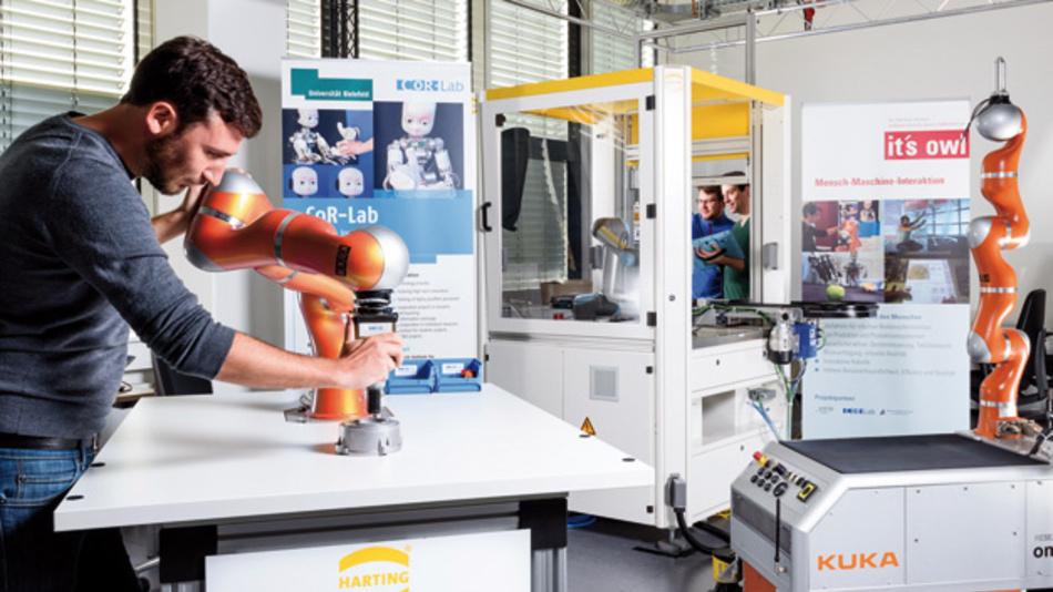 """In Demonstrationszentren wie dem """"Mensch-Maschine-Interaktion Transferlabor""""  der Universität Bielefeld können Unternehmen neue Technologien erproben"""