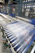 Intelligente Antriebstechnik von Lenze reduziert  den Energieverbrauch in der Produktionslogistik erheblich