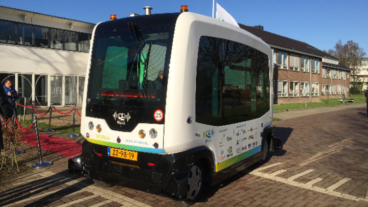 Wichtiger Schritt auf dem Weg zum automatisierten Fahren: das WEpods-Projekt der Provinz Gelderland, einem Studententeam des Forschungszentrums der Universität Wageninen und der TU Delft unter Beteiligung von Elektrobit und Mapscape.