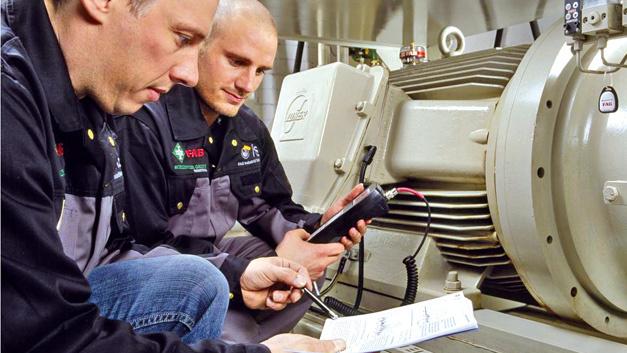 Wartung durch mobile Schwingungsmessgeräte  mit Hilfe von individuell entwickelten smart-TEC-RFID-Transpondern bei FIS FAG Industrial Service.
