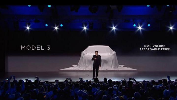 Elon Musk bei der offiziellen Vorstellung des Tesla Model 3