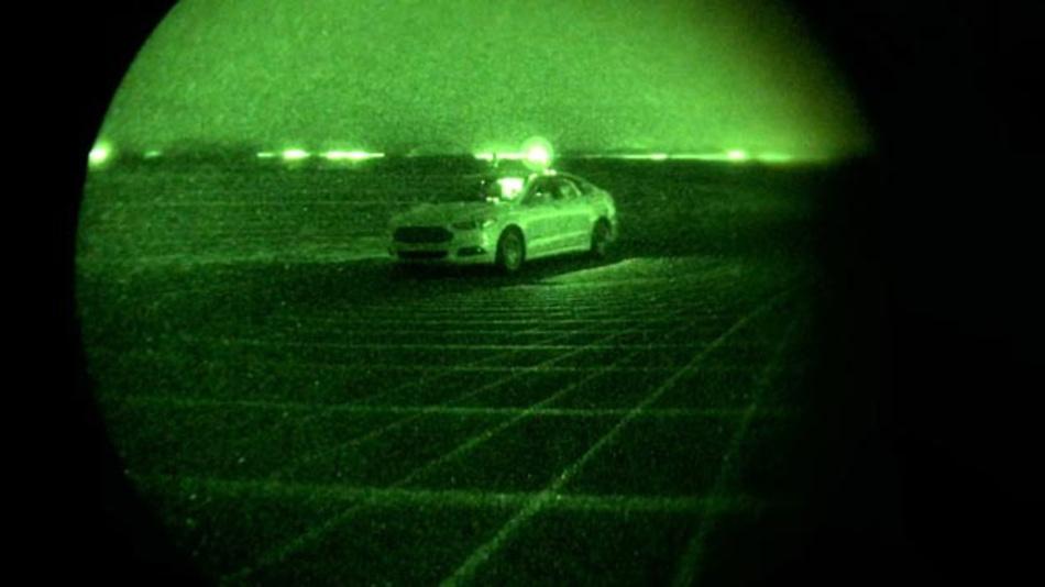 LiDAR-Strahlen umgeben das Fahrzeug in Form eines Gitters.