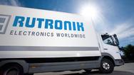 Von einem der Rutronik Lager in Eisingen, HongKong oder Texas gehen die Waren in die ganze Welt – nicht immer mit dem LKW.