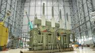 Während in vielen Ländern der Welt HGÜ- Technologie Gang und Gäbe ist, wurden HGÜ- Transformatoren in Deutschland bisher meist nur für die Anbindung von Offshore-Windparks eingesetzt. Im Bild: Ein Transformator für die Anbindung eines Offshore-Wind