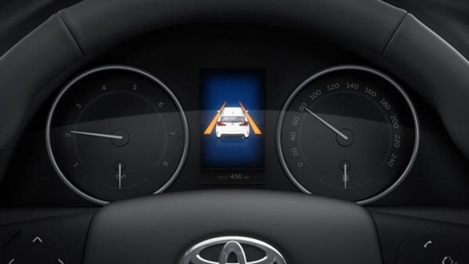 Fahrerassistenzsysteme wie der Lane Departure Alert spielen nicht nur auf Toyotas Weg zu autonomen Fahren eine wichtige Rolle.