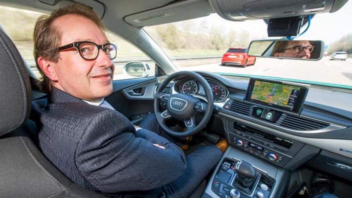 Grünes Licht für automatisiertes Fahren in Deutschland. Das Bundeskabinett hat die Änderungen im Wiener Abkommen in deutsches Recht umgesetzt.