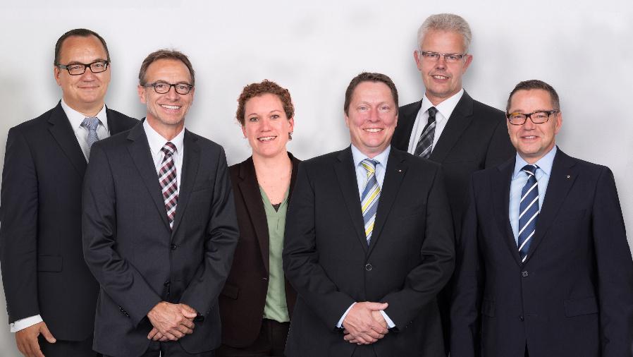 Die Wago-Geschäftsleitung (von links): Christian Sallach (Geschäftsleitung Marketing), Jürgen Schäfer (Geschäftsleitung Vertrieb), Kathrin Pogrzeba (Geschäftsleitung Personal & Organisation),  Sven Hohorst (Geschäftsleitung Interconnection), Ulrich Bohling (Geschäftsleitung Produktion) und Axel Börner (Geschäftsleitung Finanzen & IT).
