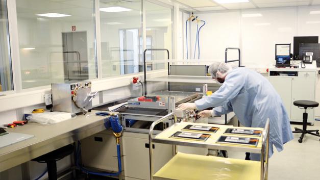 Die Vakuum-Bonding-Anlage von Data Display bzw. jetzt Fortec verbindet das TFT-Display mit einem Touchscreen, einem Schutzglas oder einer Kombination aus beiden.