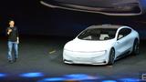 Der CEO von LeEco, Jia Yueting, ließ das Elektrofahrzeug Lesee selbständig vorfahren.