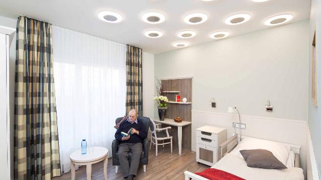 In den Bewohnerzimmern kann mittels Osram Lightify und Leuchten mit Tunable-White-Funktion die Lichtfarbe nach individuellen Wünschen verändert werden.