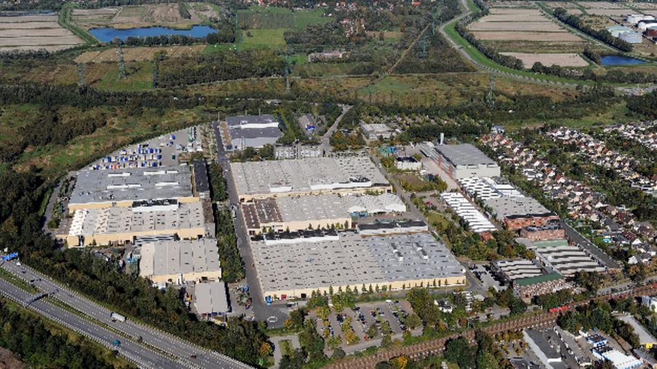 Mit seinen über 2.500 Mitarbeitern ist das Mercedes-Benz Werk Hamburg seit Jahren hoch ausgelastet.