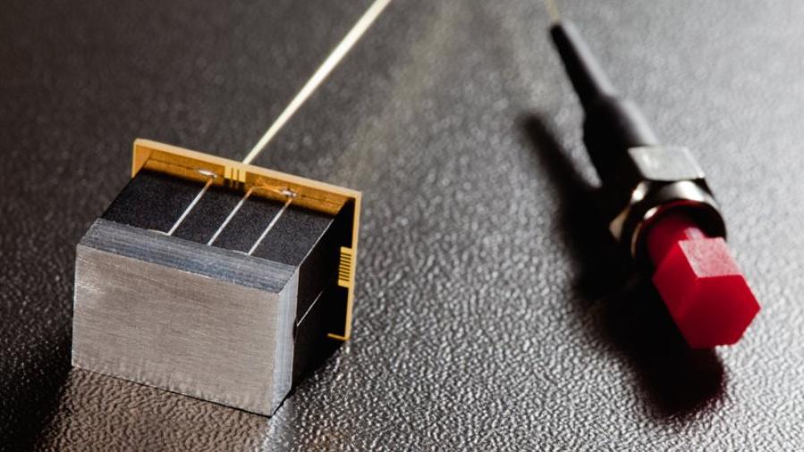 MEMS-Gitterspektrometer: So klein wie ein Stück Würfelzucker.