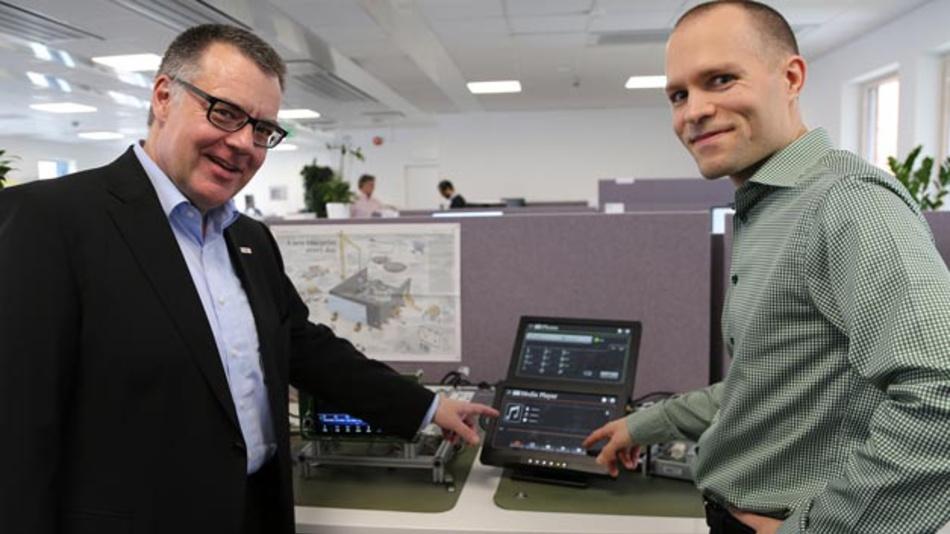 """""""Schweden gehört auf Forschungsfeldern wie Informations- und Kommunikationstechnologie zur absoluten Weltspitze. Das ist genau die richtige Umgebung für unser neues Entwicklungszentrum"""", so Bosch Geschäftsführer Dr. Dirk Hoheisel (links), hier mit einem Mitarbeiter am neuen Entwicklungsstandort Lund."""